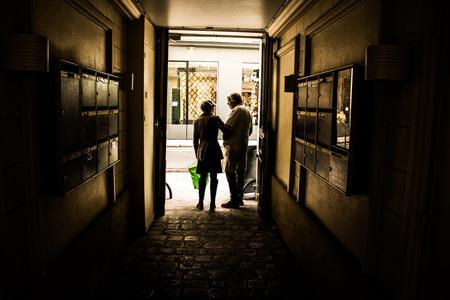 couple sortie de rue