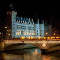 Paris, conciergerie, nuit