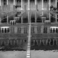 Architecture, sculptures, reflet de pluie