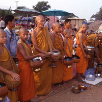 Laos, offrande, moine